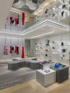 Dior Store by Peter Marino, Mexico City – Mexico Visual Merchandising, Boutique Dior, Dior Store, Branding, Shop Plans, Design Furniture, Retail Design, Facades, Stores