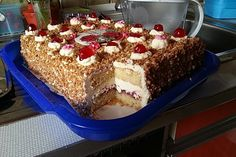 Frankfurt wreath cuts - Frankfurter Kranz Schnitten (recipe with picture) by Donut Recipes, Cookie Recipes, Dessert Recipes, Dessert Blog, Delicious Cake Recipes, Yummy Cakes, Donuts Keto, Cake Fillings, Chocolate Donuts