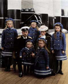 The last Imperial family of Russia in 1906. Originally black and white photo coloured by me.
