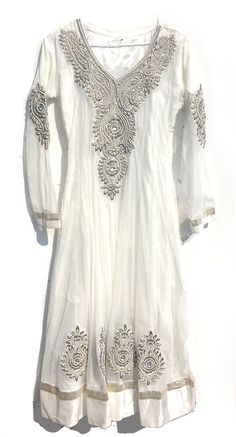 Lovely white dress by Into The Mystic