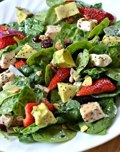 Strawberry-Avocado-Chicken-Salad-with-Orange-Poppy-Seed-Dressing. Crispy baby spinach, strawberries, creamy avocado, salty feta cheese, almonds and cranberries are topped off in a deliciously light and summery orange poppy seed dressing! Blt Salad, Avocado Salad Recipes, Avocado Chicken Salad, Chicken Blt, Spinach Stuffed Chicken, Grilled Chicken, Marinated Chicken, Clean Eating, Healthy Eating