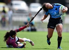 Maryoly Gamez (L) of Venezuela battles for the ball against Victoria Rios of Uruguay during the International Women's Rugby Sevens - Aquece Rio Test Event for the Rio 2016 Olympics at Deodoro Olympic Park on March 6 - © Buda Mendes