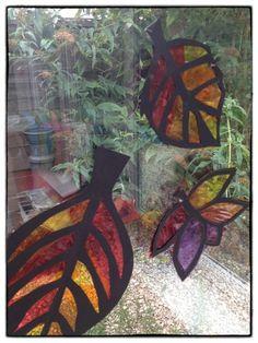 Kids autumn craft - autumn leaf sun catchers