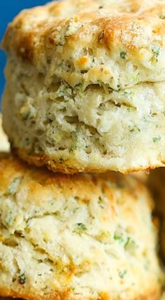 Feta Dill Biscuits - THE BEST SAVORY BISCUITS EVER! The outside is so amazingly flaky and buttery with perfect flavors of the fresh dill and crumbled feta! Biscuit Bread, Biscuit Recipe, Dill Bread Recipe, Herb Biscuits Recipe, Bread And Pastries, Dill Recipes, Baking Recipes, Savory Scones, Savoury Baking