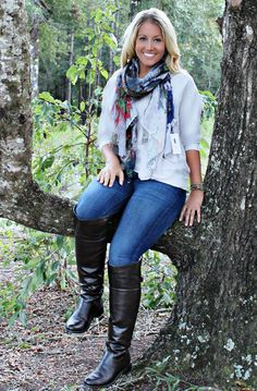 This multi colored scarf is a great transition piece to have in your closet! Knee Socks Outfits, Riding Boot Outfits, Winter Boots Outfits, Casual Skirt Outfits, Outfit Winter, Over The Knee Boot Outfit, Knee High Boots, High Heels, Leather Riding Boots