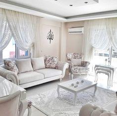 Beyaz ve pastel tonlar ağırlıklı içimizi açan bir ev
