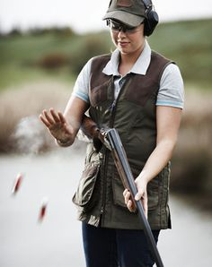 I really want to learn to shoot sporting clays! This looks like so much fun. Skeet Shooting, Trap Shooting, Shooting Range, Game Shooting, Frock Photos, Hunting Girls, Hunting Baby, Clay Pigeon Shooting, Sporting Clays