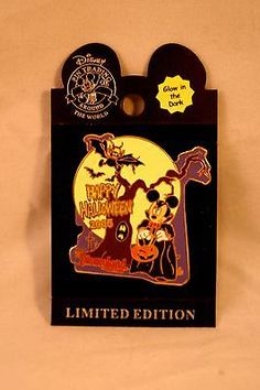 Happy Halloween 2005 Mickey Mouse Limited Edition of 2000 Disney Trading Pin