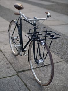 Editorial – Built for the Berliner Fahrradschau by Santucci Cycles and Højmark Cycles The post Editorial – Built for the Berliner Fahrradschau by Santucci Cycles and Højmar& appeared first on Trendy. Bici Retro, Velo Retro, Velo Vintage, Retro Bicycle, Vintage Bicycles, Retro Bikes, Bmx Bicycle, Bike Handlebars, Photo Velo