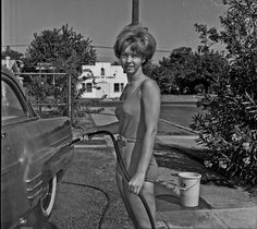 vintage everyday: Interesting Vintage Photos of Women Washing Cars in the Past