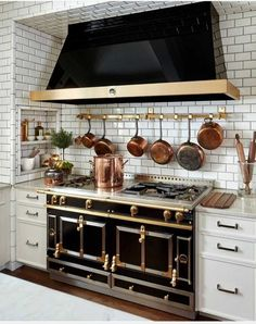 That stove and hood! Be stiil, my heart.