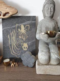 Dieses Wandbild wurde mit der eigenen Wasserstrahlanlage aus einer Keramikplatte erstellt. #Häusler #Zebra #deko #kreativ #keramikplatte #outdoorkeramik #dekoauskeramikplatte #Wandbild #LeuchtendesWandbild #Leuchtetimdunkeln #leuchtet #Epoxidharz Creative, Buddha, Statue, Painting, Art, Ceramic Plates, Creative Ideas, Wall Prints, Products