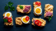 Česneková pomazánka: hermelínová na chlebíčky Bruschetta, Eggs, Breakfast, Ethnic Recipes, Food, Morning Coffee, Essen, Egg, Meals