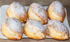 A tésztát megtöltötte a túrókrémmel és kisütötte, már el is készültek az édes finomságok!