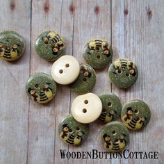 10 Snowman and Christmas Tree 15mm 2-hole by WoodenButtonCottage