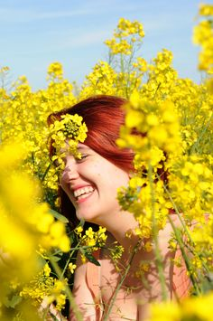 Daisy in the Rapeseed field in Summer Fashion Photography Poses, Creative Photography, Nature Photography, Lovely Girl Image, Beautiful Girl Photo, Yellow Photography, Portrait Photography, Splash Images, Yellow Fields