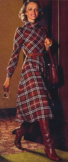 Plaid print dress and boots – great look! Seventies Fashion, 70s Fashion, Women's Fashion Dresses, Trendy Fashion, Fashion Models, Vintage Fashion, Fasion, Fashion Boots, Fall Fashion