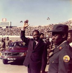 1975 - Samora Machel (the President after the independance)arriving for a public meeting Maputo, Samar, Cabo, Presidents, Captain Hat, Africa, World, Vintage, Portugal