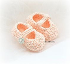 Ready to ship - This set is 0-3 months, other sizes are available upon request  These crochet baby shoes have been crafted in shades of blush. The adorable pair has a strap which secures across the foot with a pretty pearl button. The pair has been crafted utilizing cotton yarn. Very soft, non-itch, ideal for babys skin. They are the perfect gift for the mom-to-be. Just send me a message with your color requirements.   To view my other creations, please visit http://www.solboutique.etsy.com…