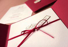 Hochzeitseinladung verziert mit Schleife / Wedding Invitation decorated with bow / by FISCHUNDBLUME DESIGN, Berlin / http://www.fischundblume.de/