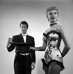 🌼 Publicity picture of Tony Curtis and Janet Leigh for 'Houdini' - 1953