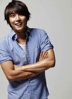 Yoon Shi Yoon = adorableness + determination. I watched him in Barefoot Friends he's inspiring:)