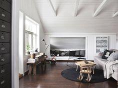 Casa: techos abuhardillados y toques industriales
