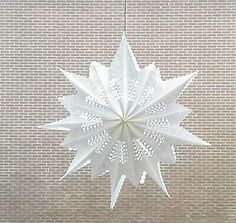 Quick and easy yet pretty paper 3D Christmas star, made by a 7 year old. Yes, it's that easy! Made from sandwich bags. Step by step video: https://www.facebook.com/htuller/posts/10205769656055825 #diy