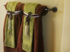 Creatively Easy Decorative Towels For Bathroom Ideas Having a bathroom which looks and feels so inviting is surely every homeowner's dream. It's such an important thing to make a beautiful bathroom since it holds an important role Read more… Bathroom Towel Decor, Bath Decor, Bathroom Ideas, Guest Bathrooms, Cream Bathroom, Design Bathroom, Guest Rooms, Towel Display, Decorative Towels