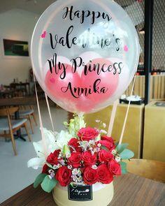 Balloon Arrangements, Balloon Centerpieces, Flower Arrangements, Clear Balloons, Balloons And More, Balloon Crafts, Balloon Gift, Birthday Balloons, Birthday Parties