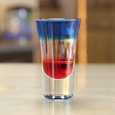 Shot & Shooter Recipes, Fourth of July -Tipsy Bartender Bartender Recipes, Tipsy Bartender, Alcohol Drink Recipes, Alcohol Shots, Sangria Recipes, Layered Shots, Layered Drinks, Summer Mixed Drinks, Summer Shots