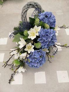 Creative Flower Arrangements, String Garden, Cemetery Flowers, Simple Life Hacks, Wedding Flowers, Wedding Bouquets, Ikebana, My Flower, Funeral