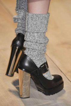 calcetines con tacones grises