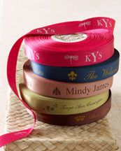 Crafts - Have personalized ribbon printed to tie up pastry boxes and make them special. Bakery Supplies, Food Packaging, Pretty Packaging, Personalized Ribbon, Bakery Business, Tea Brands, Disney Beauty And The Beast, Bakery Cafe, Cake Shop