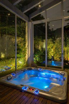 Inground Hot Tub, Indoor Jacuzzi, Indoor Hot Tubs, Indoor Pools, Jacuzzi Room, Spa Jacuzzi, Hot Tub Backyard, Backyard Patio, Casa Patio