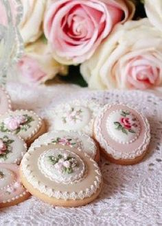 Wonderful rose cookies for tea time. Rose Cookies, Tea Cookies, Galletas Cookies, Fancy Cookies, Biscuit Cookies, Cupcake Cookies, Sugar Cookies, Cameo Cookies, Button Cookies