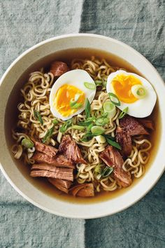 15. Slow Cooker Pork Ramen #healthy #recipes #ramen http://greatist.com/eat/healthier-ramen-recipes?utm_source=pinterest&utm_medium=social&utm_campaign=onsiteshare Ranging from bacon and egg to spicy Sriracha, these delicious recipes outdo any packaged variety—and are almost as easy to make.