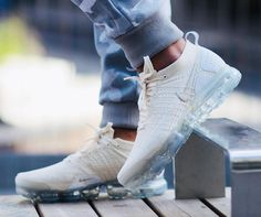 Nike Air VaporMax Flyknit 2.0 W Champagne White Gold Women Men Nike Air Vapormax, Nike Basketball Shoes, Sneakers Nike, Nike Shoes, Adidas Nmd, Nike Free, Streetwear Shop, Men's Outfits, Casual Outfits