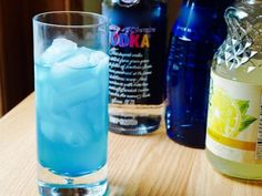 I think blue curacao cocktails are very refreshing and some of my favorite cocktails contain this delicious liqueur. Check out 10 of (what I think are) the best blue curacao cocktails. Blue Curacao Drinks, Blue Drinks, Blue Cocktails, Refreshing Cocktails, Mix Drinks, Cocktail Vodka, Fireball Cocktails, Alcoholic Drinks, Cocktail Recipes