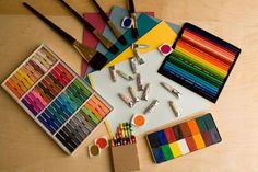 Art Therapy is using the arts to express oneself. This can be done with or without the help of professionals, who are trained in psychotherapy art therapy. Oil Painting Supplies, Art Supplies, Painting Tricks, Painting Art, Paintings, Kunst Online, Online Art, Psych, Mutual Activities