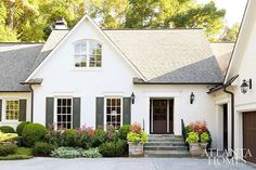Exterior House White Brick Curb Appeal Ideas For 2019 Exterior Paint Colors, Paint Colors For Home, House Colors, Exterior Design, Paint Colours, Modern Exterior, Green Shutters, Exterior Shutters, Wall Exterior