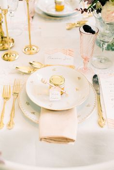 Honey favors: http://www.stylemepretty.com/living/2014/05/07/pink-gold-dinner-party-get-the-look/ | Photography: Anouschka Rokebrand - http://anouschkarokebrand.com/
