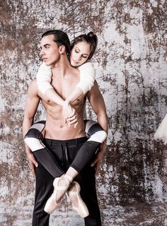 From magazine 'Wendy' (nr. 9 Sept./Oct. 2016) Photoshoot with Timor Steffens and Igone de Jongh.They are both members of the jury (with Dan Karaty) In 'Dance Dance Dance II ; Timor Steffens is also Artistic Director of the show. Photographer Moon Jansen. More photos in the magazine (by Wendy van Dijk). https://www.facebook.com/wendyonlinenl/videos/1175676619142444/