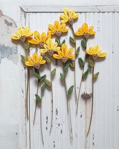 Photo by Hae Kyoung Kim /로단테 on April Image may contain: flower, plant and outdoor Paper Quilling Flowers, Paper Quilling Cards, Paper Quilling Jewelry, Paper Quilling Patterns, Quilling Art, Diy Quilling Crafts, Paper Crafts, Quilling Birthday Cards, Quilled Creations