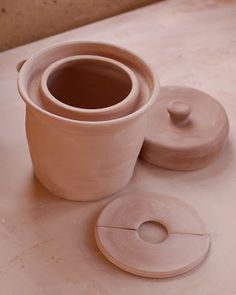 Moat Crock base Lid Many months ago I was asked by a local friend and farmer to make a German fermentation crock. Fermenting Jars, Fermentation Recipes, Ceramic Jars, Ceramic Pottery, Chocolate Dishes, Bunny Painting, Ceramics Projects, Clay Projects, Pickle Jars