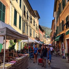 Very cool handicraft street market this weekend in #Levanto. Ideal for small presents and treats to self  (presso Via Garibaldi)