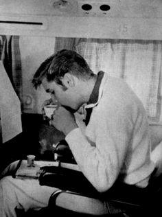 Elvis Presley 21 sips tea in 1956 Lisa Marie Presley, Priscilla Presley, Rock And Roll, Elvis Quotes, Young Elvis, Elvis Presley Photos, Star Wars, Graceland, Drinking Tea