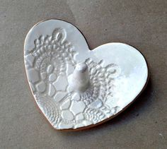 Ceramic Ring Holder Bowl Lace Heart OFF WHITE gold by dgordon