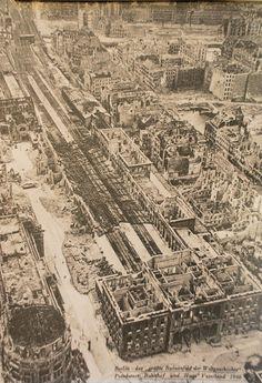 "Signature: Berlin- ""The largest ruin field in world history"" Potsdamer Bahnhof and Haus Va Berlin Paris, West Berlin, Berlin Wall, Germany Area, Berlin Germany, Berlin Photos, Potsdamer Platz, World War Two, Historical Photos"