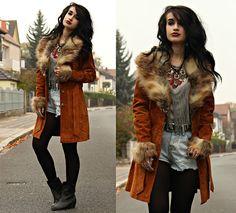 Get this look: http://lb.nu/look/7878302  More looks by Tessa Diamondly: http://lb.nu/tessadiamondly  Items in this look:  Dresslink Fringe Top, Dresslink Destroyed Shorts, Penny Lane Coat   #bohemian #edgy #grunge